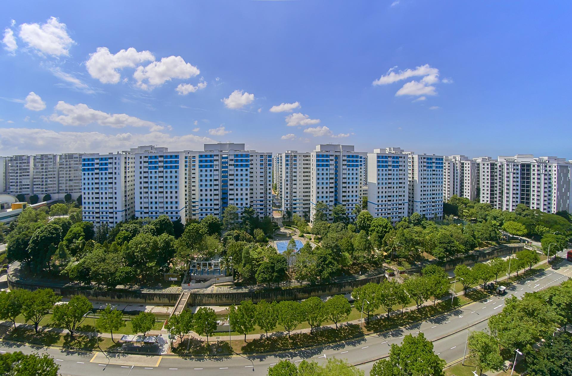 WEG-Reform Teil 2 - Wichtigste Änderungen für den Eigentümer Immobilien Hochhäuser Parkanlage Bäume Eigentumswohnung